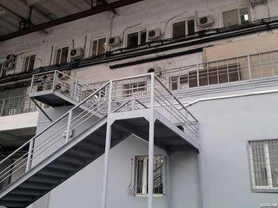 монтаж пожарных лестниц