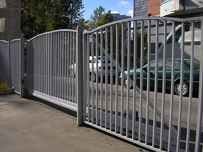 забор и ворота из профильной трубы